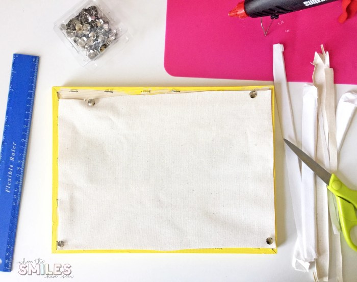 How to Make a Reverse Canvas: Easy & Inexpensive Framed Art! | Where The Smiles Have Been #reversecanvas #canvas #sign #framedart #DIY #howto