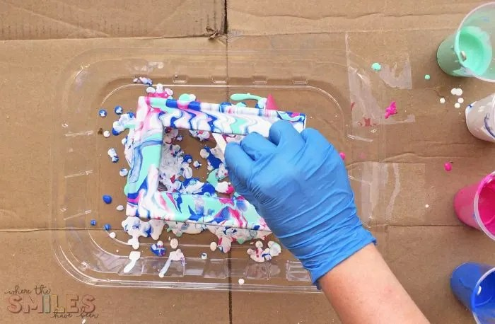 Paint Pouring Tips for the First-Timer: Reverse Canvas Frame Experiment | Where The Smiles Have Been #paintpouring #tips #DIY #reversecanvas