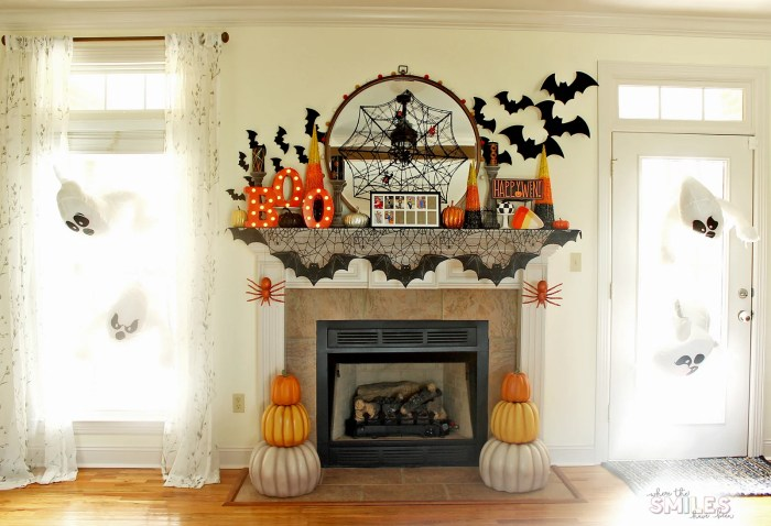 Halloween Mantel Decor: Pumpkins and Spiders and Bats! Oh My! | Where The Smiles Have Been #Halloween #HalloweenMantel #HalloweenDecor #pumpkin