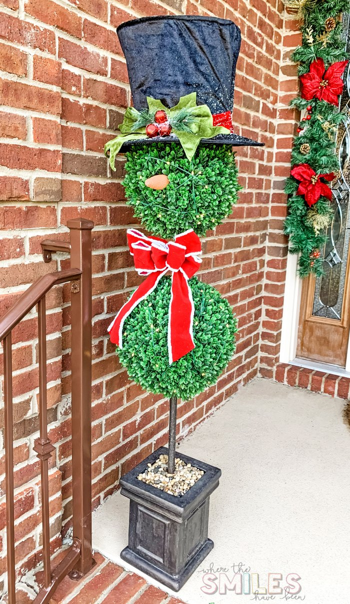 Easy Christmas Porch Decor: Topiary Snowmen! | Where The Smiles Have Been #Christmas #ChristmasPorch #snowman #topiary #ChristmasDecorations #OutdoorChristmas #tophat #redbow
