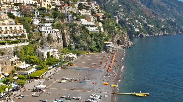 positano vs capri - beach
