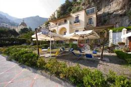 Positano hotels on the Beach - La Caravella Front