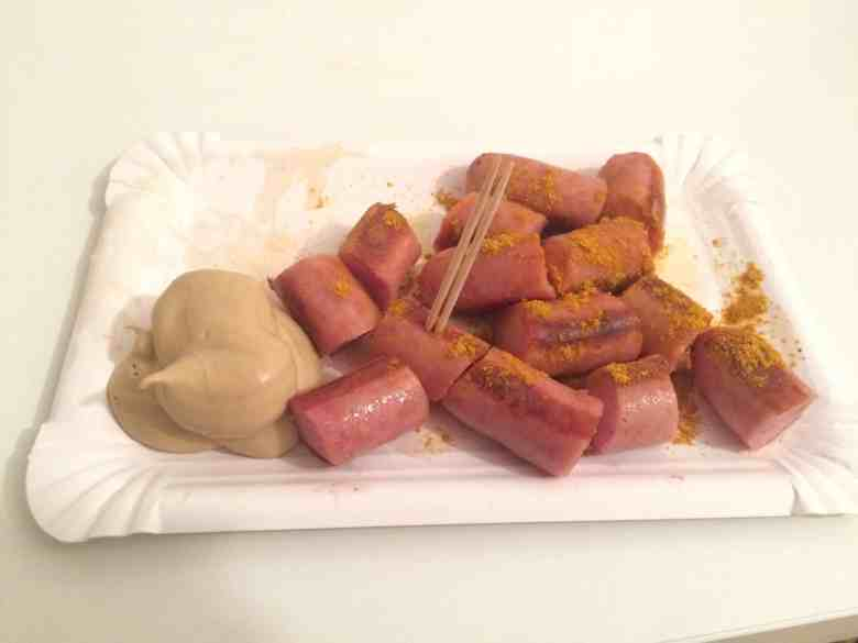 Bratwurst with curry and mustard, no bread