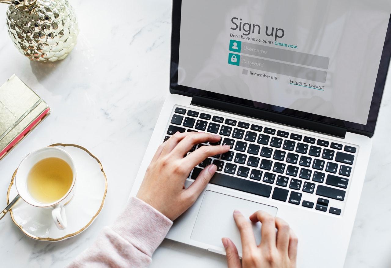 Blogger signing up for wHERk membership