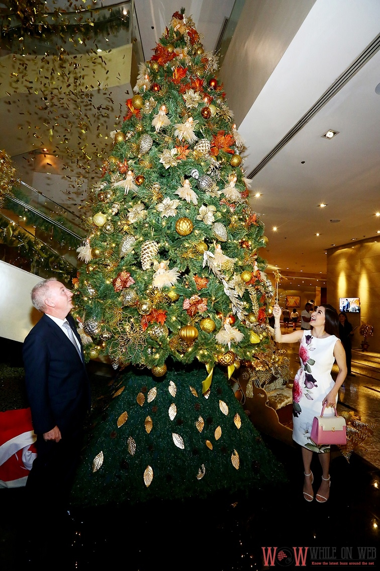 Marian Rivera-Dantes waves the magic wand with glee to light the Christmas tree in the lobby of Marriott Manila as General Manager, Bruce Winton watches with astonishment