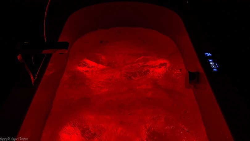 Red chromotherapy lighting in Pegasus whirlpool bath