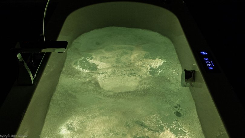 Pegasus chromotherapy white light in whirlpool bath