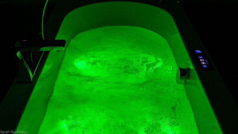 Pegasus chromotherapy green light in whirlpool bath