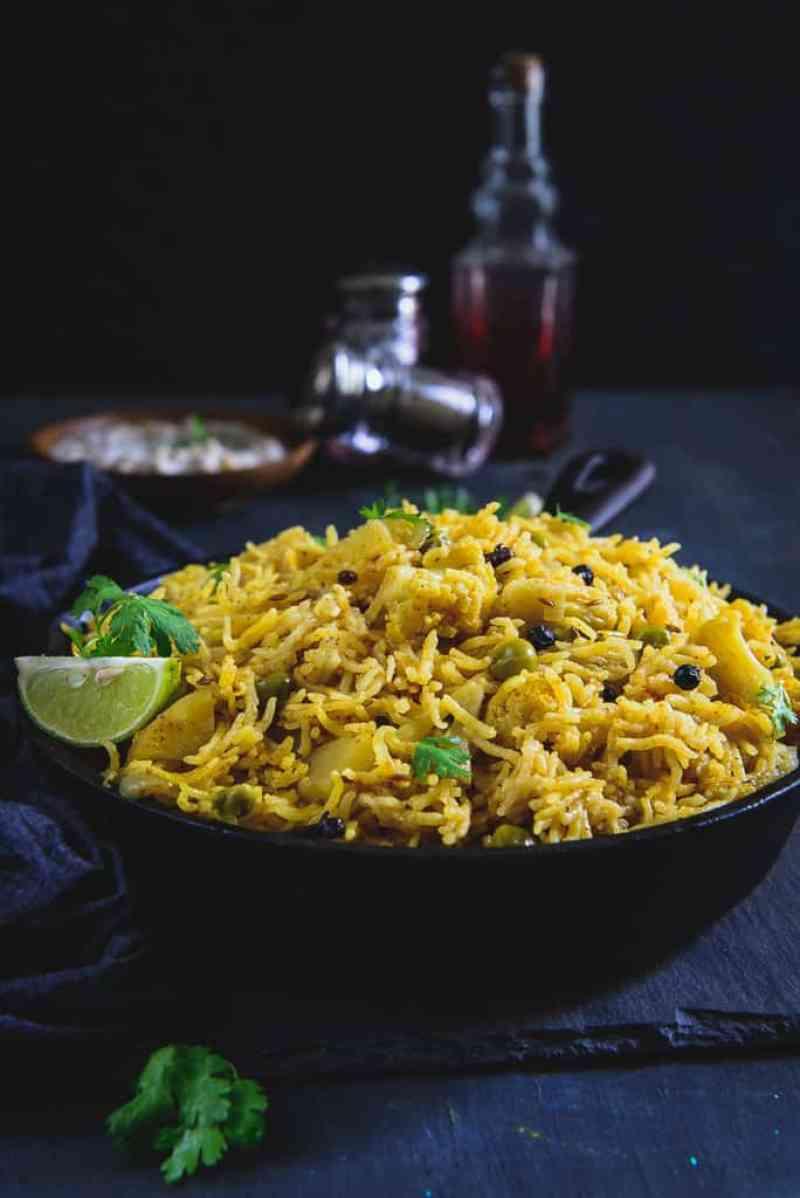 Aloo Matar Gobhi Ki Tahri is a delicious rice dish from the state of Uttar Pradesh in India. Here is a traditional way to make Aloo Matar Gobhi Ki Tahri.