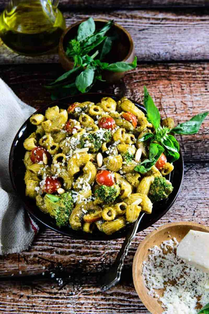Roasted Bell Pepper and Basil Pesto Pasta is a creamy and delicious pasta made using pasta in a roasted red bell pepper and basil pesto sauce.