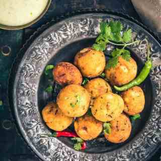 Paneer Makhana Balls are beautiful, tempting Falhari snacks which are made by using roasted makhana, paneer, potato and spices.