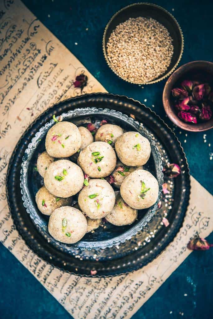In this recipe of Til Mawa Ladoo, we use the distinctively nutty flavor of til blended with Mawa (Khoya) to create a perfect sweet.