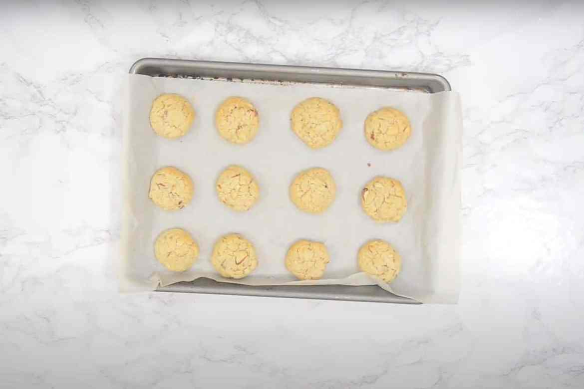 Ready almond cookies.