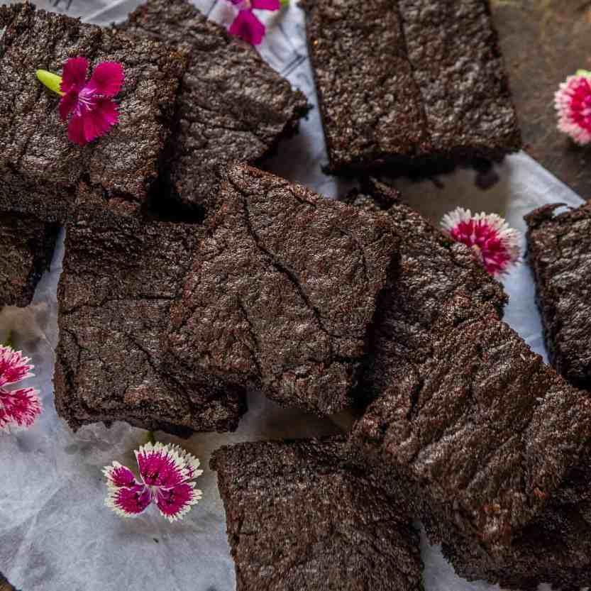 Nutella Brownies Recipe (Step by Step + Video) - Whiskaffair