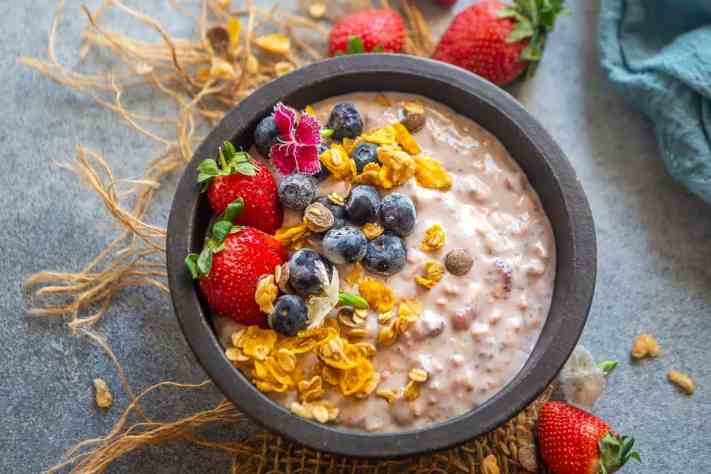 Strawberry Overnight Oats Recipe (Step by Step + Video) - Whiskaffair
