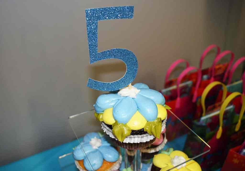 Simple DIY Cupcake Topper