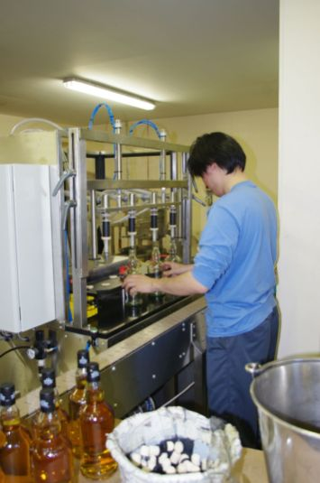 Kohei filling the bottles