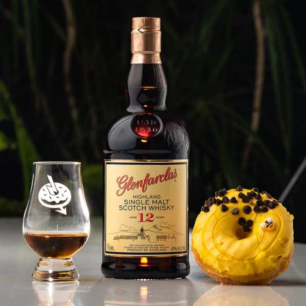 Glenfarclas 12 | Chocolate Honey Bee - Whisky And Donuts - WhiskyAndDonuts.com