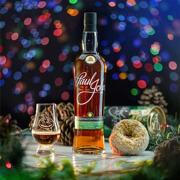 Paul John Christmas Edition 2019 | Apple Brandy Crumble - Whisky And Donuts - WhiskyAndDonuts.com
