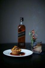 Brombeer Old Fashioned und Kürbismuffin mit Whisky-Karamellsauce