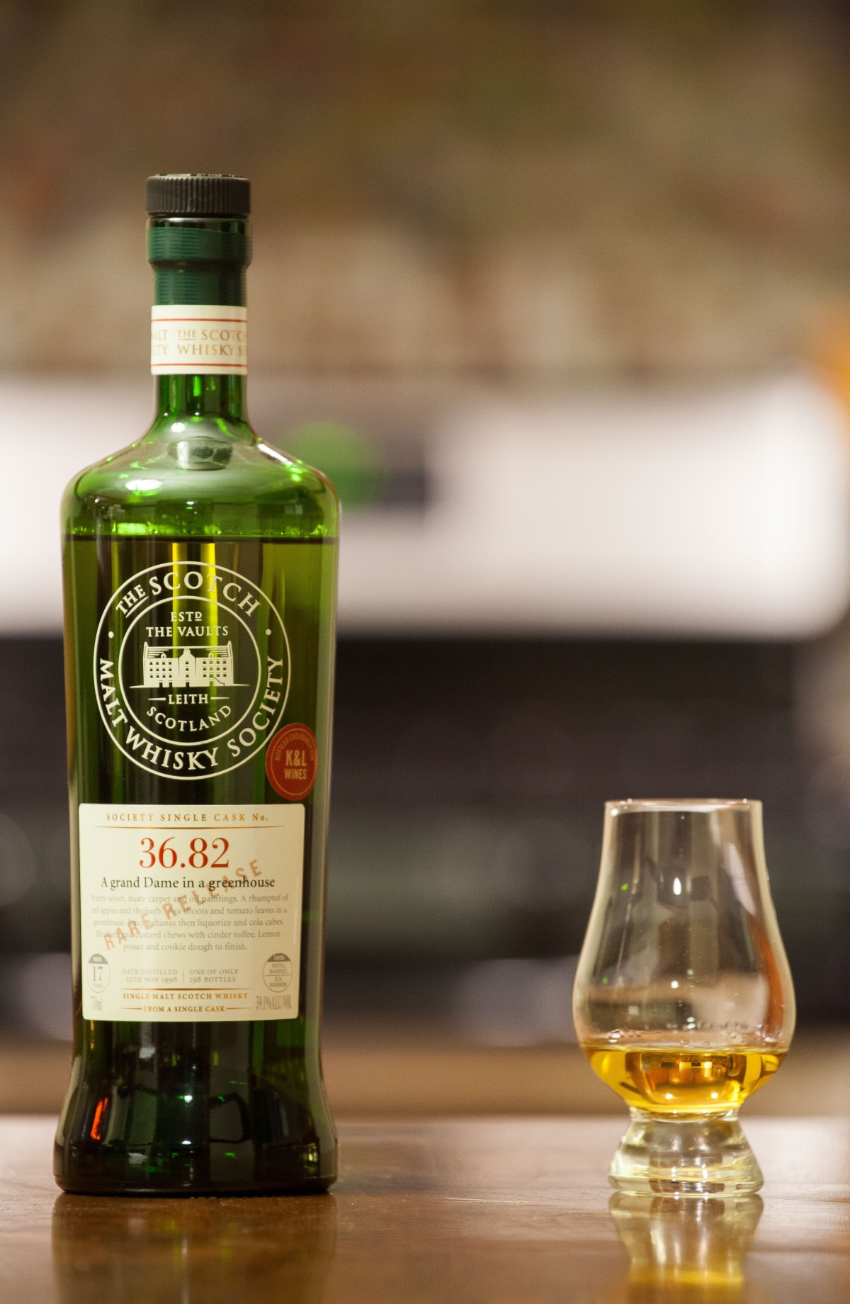 "SMWS 36.82 ""A grand Dame in a greenhouse"" (Benrinnes 17) Review"