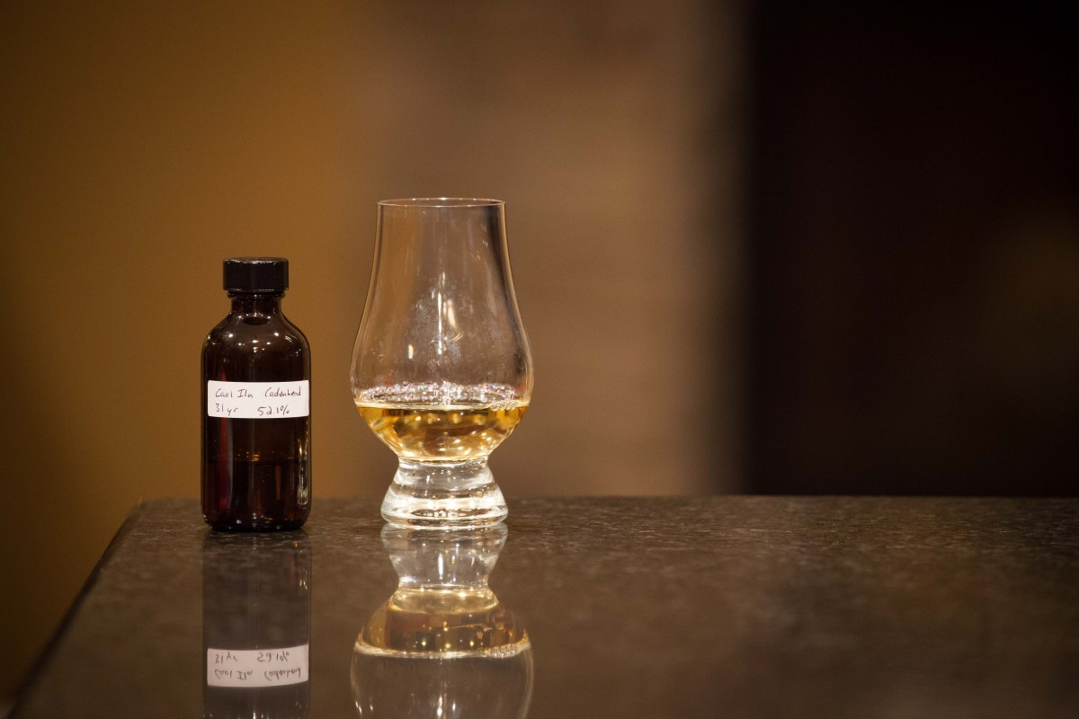 Caol Ila 31 (Cadenhead's Small Batch 1984/2016) Review
