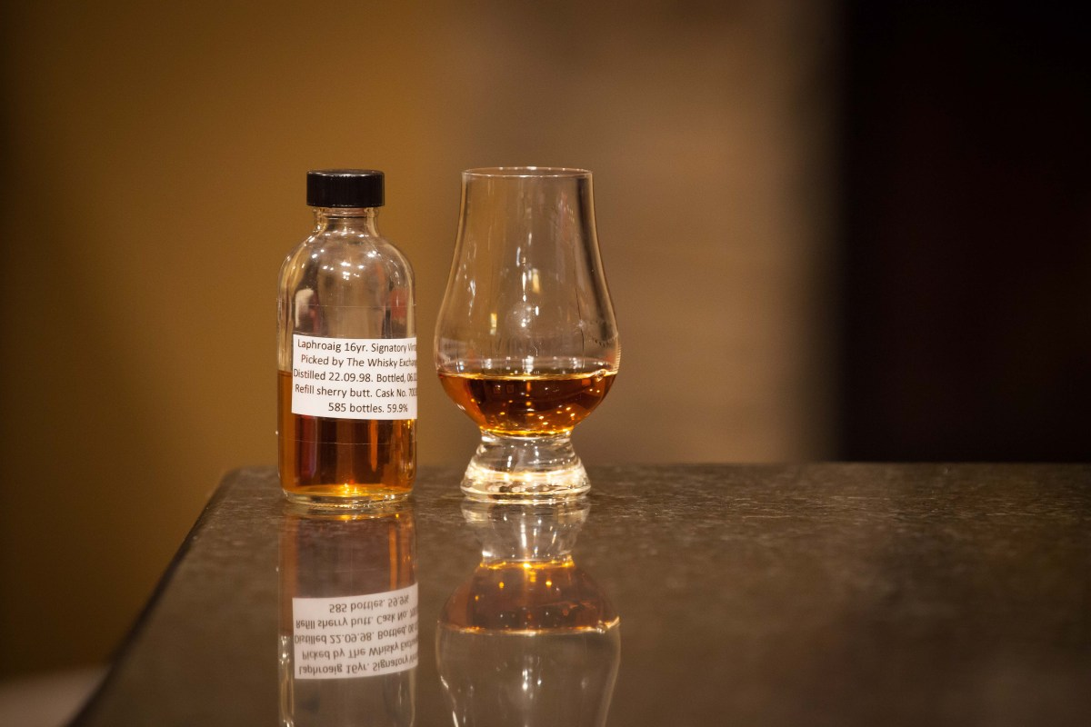 Laphroaig 16 (Signatory Vintage TWE Selection 1998/2015 Cask #700389) Review