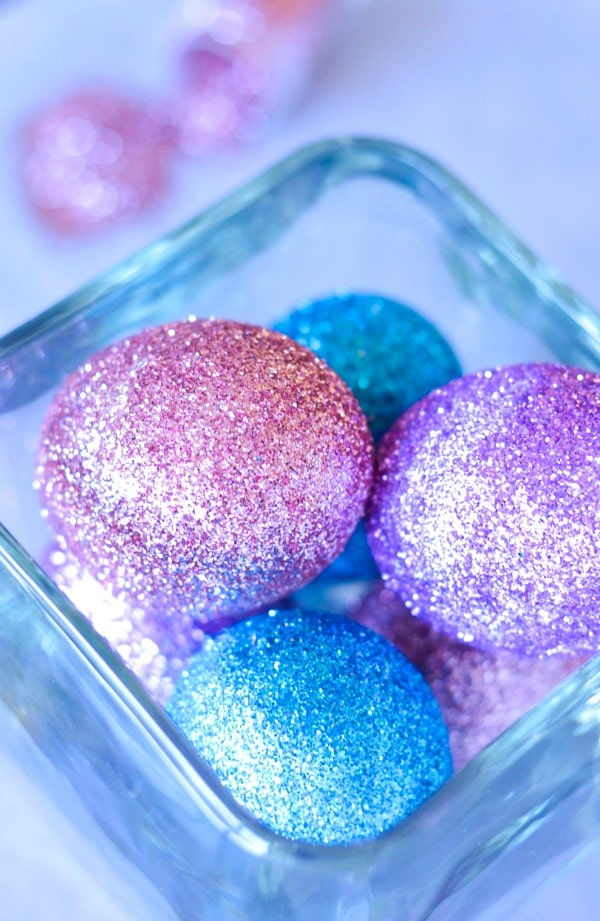 How to Make Glitter Easter Eggs {Easy & Thrifty Craft}