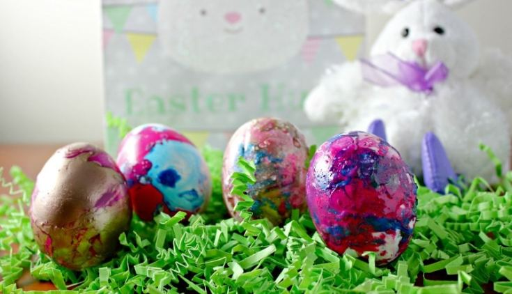 How to Marble Easter Eggs With This Nail Polish Hack