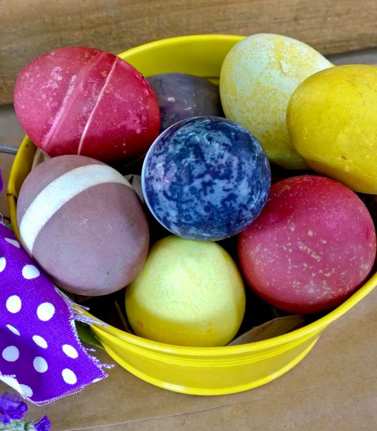 How to Naturally Dye Eggs with Fruits, Veggies, and Spices