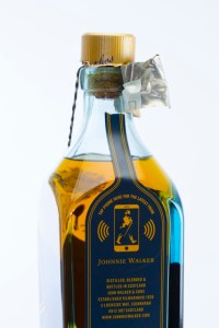 Johnnie Walker Smart Bottle met gebroken NFC Tag.