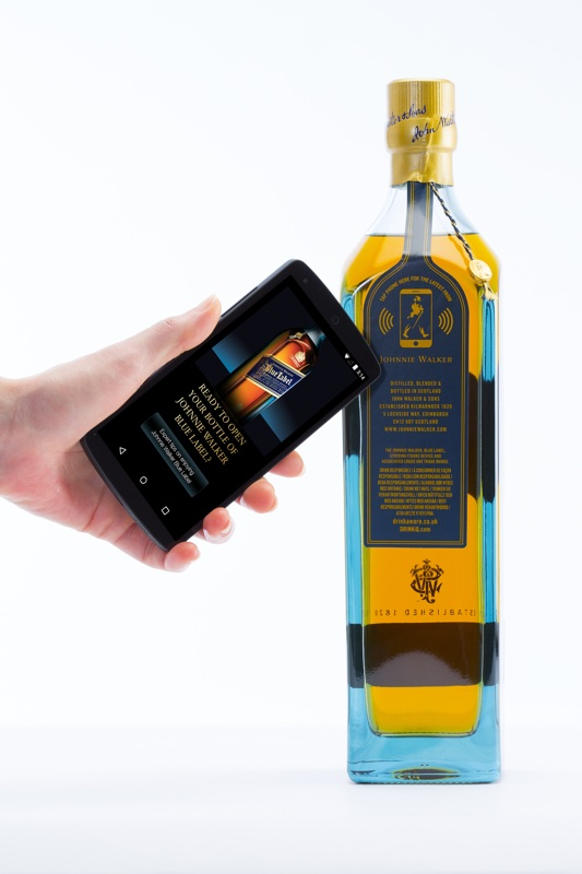Johnnie Walker Smart Bottle en de bijhorende smartphone app.