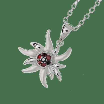 Pendentif Edelweiss Salem en argent 925 mâte et brillant avec zircons noirs et grenats modèle by White Alpina. Livré dans un écrin avec une chaîne.