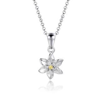"""Pendentif Edelweiss """"Stella Alpina"""" en argent 925 brillant avec zircons jaunes modèle by White Alpina. Découvrez Notre collier Edelweiss."""