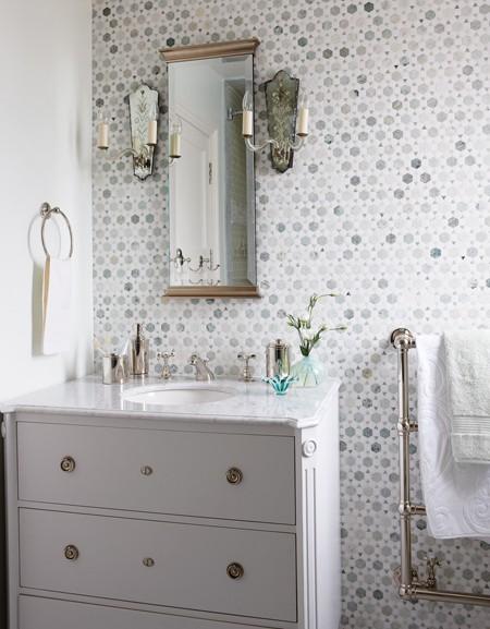 house-home-sarah-richardson-design-gustavian-kids-bathroom-photobystaceybrandford-march2012