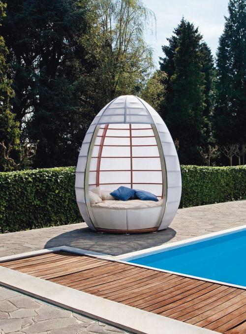 Nu-OVO-The-Eggcellent-Outdoor-Furniture-piece-1