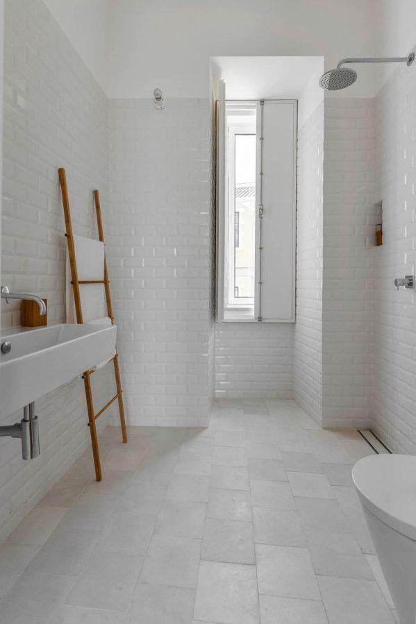 casa-na-bright-bathroom