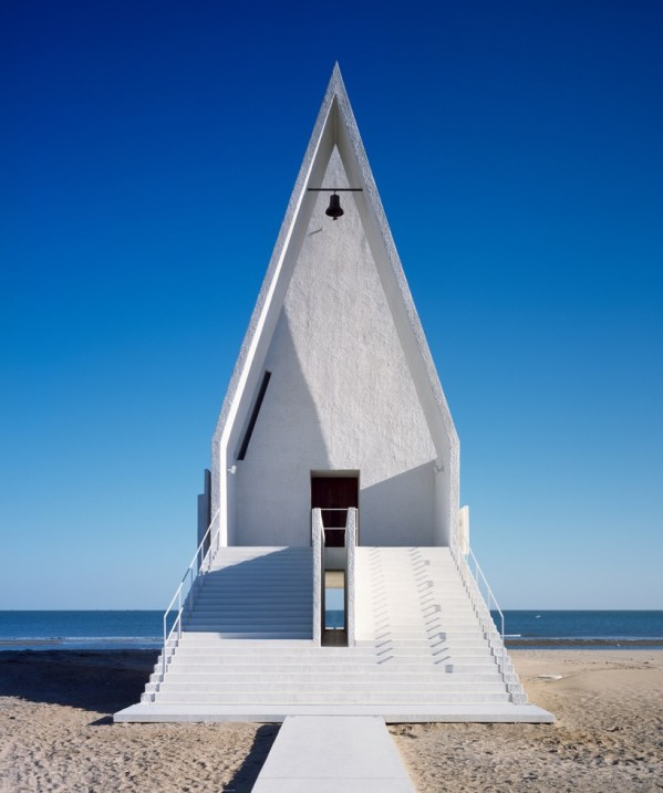 vector-architects-chapel-by-the-beach-designboom-02-818x979