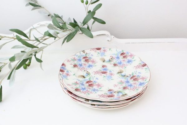 plates- dinnerware- table setting- vintage goods- dinnerware- farmhouse style- chicken chintz