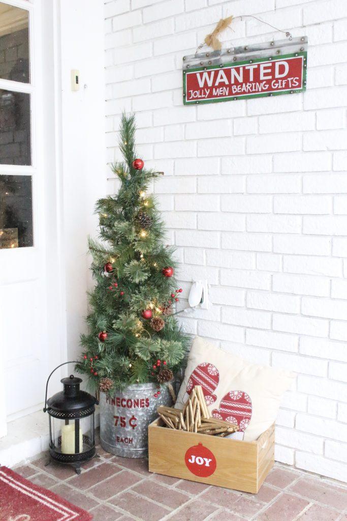 small porch- decor- porch decorating- Christmas decor on a porch- decorating a small porch- wreath- Lynch Creek Farm- real wreath- seasonal decor