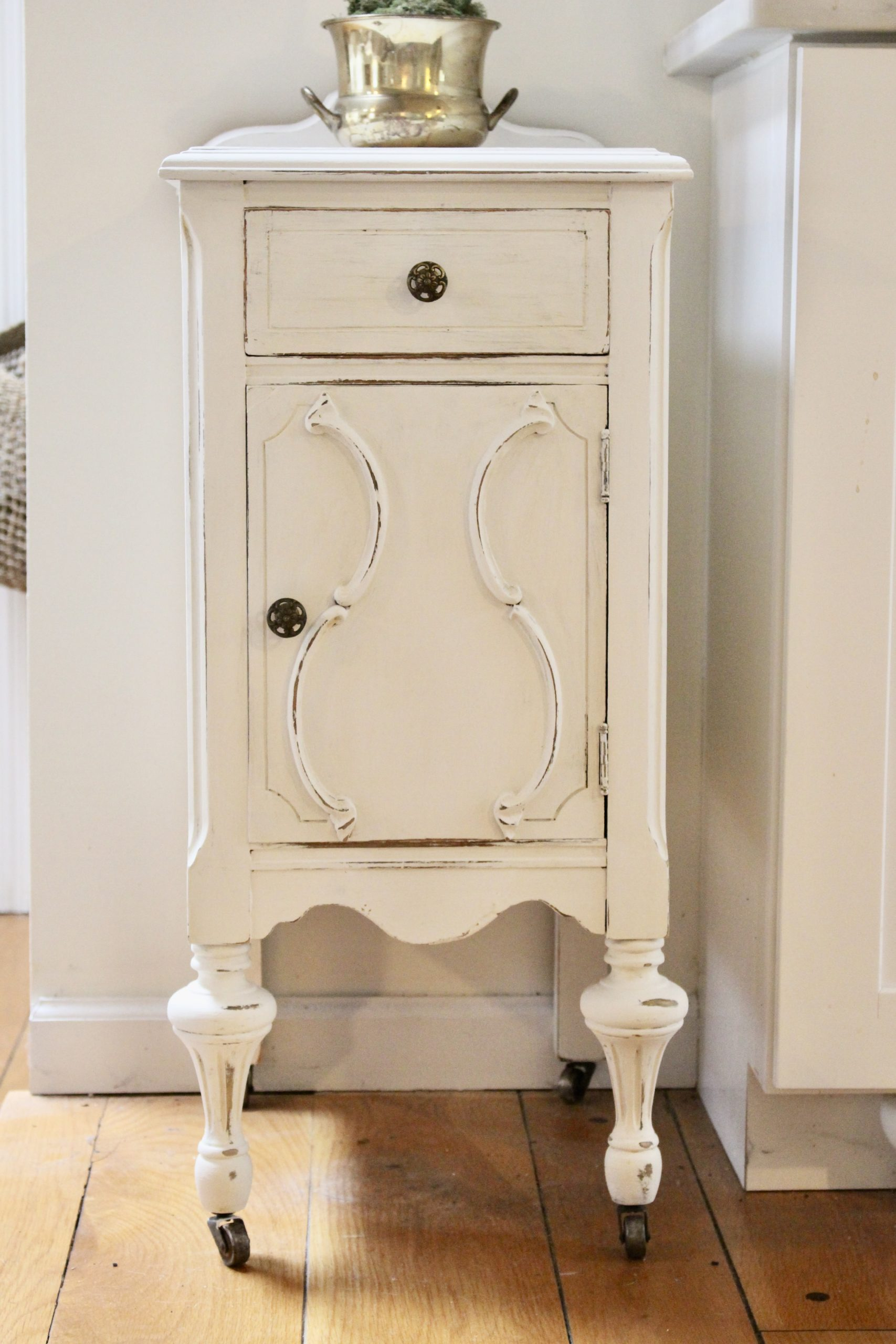 Thrift Store Cabinet Updated with Chalk Paint for a Coffee Bar.- diy- projects- painting furniture- using chalk paint- updating furniture- rusteoleum linen white chalk paint