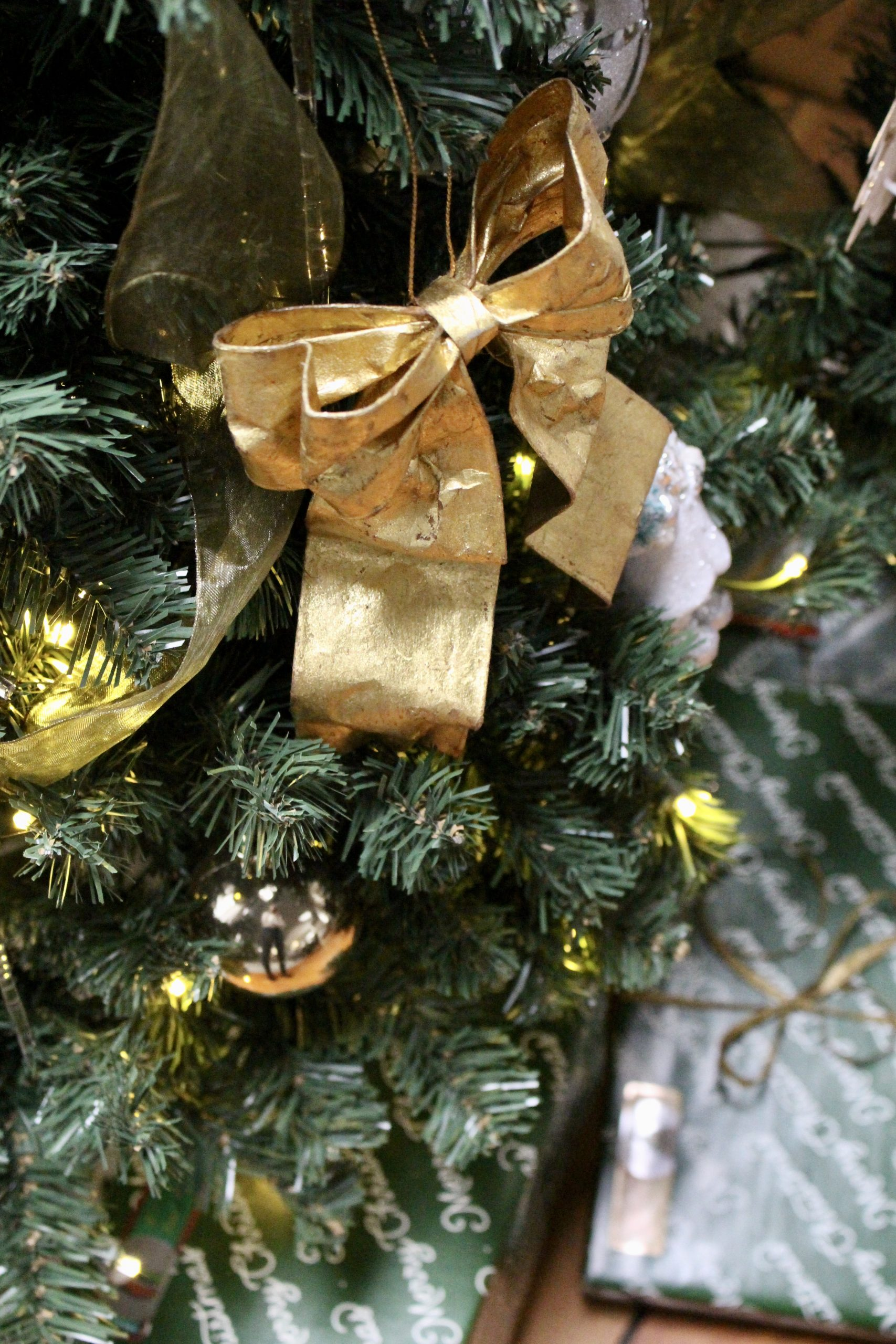Green & Gold Christmas Family Room Tour~ White Cottage Home & Living