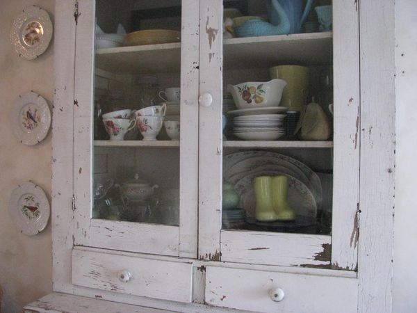Whiteley Creek Homestead  kitchen cabinet paint and drawer knobs
