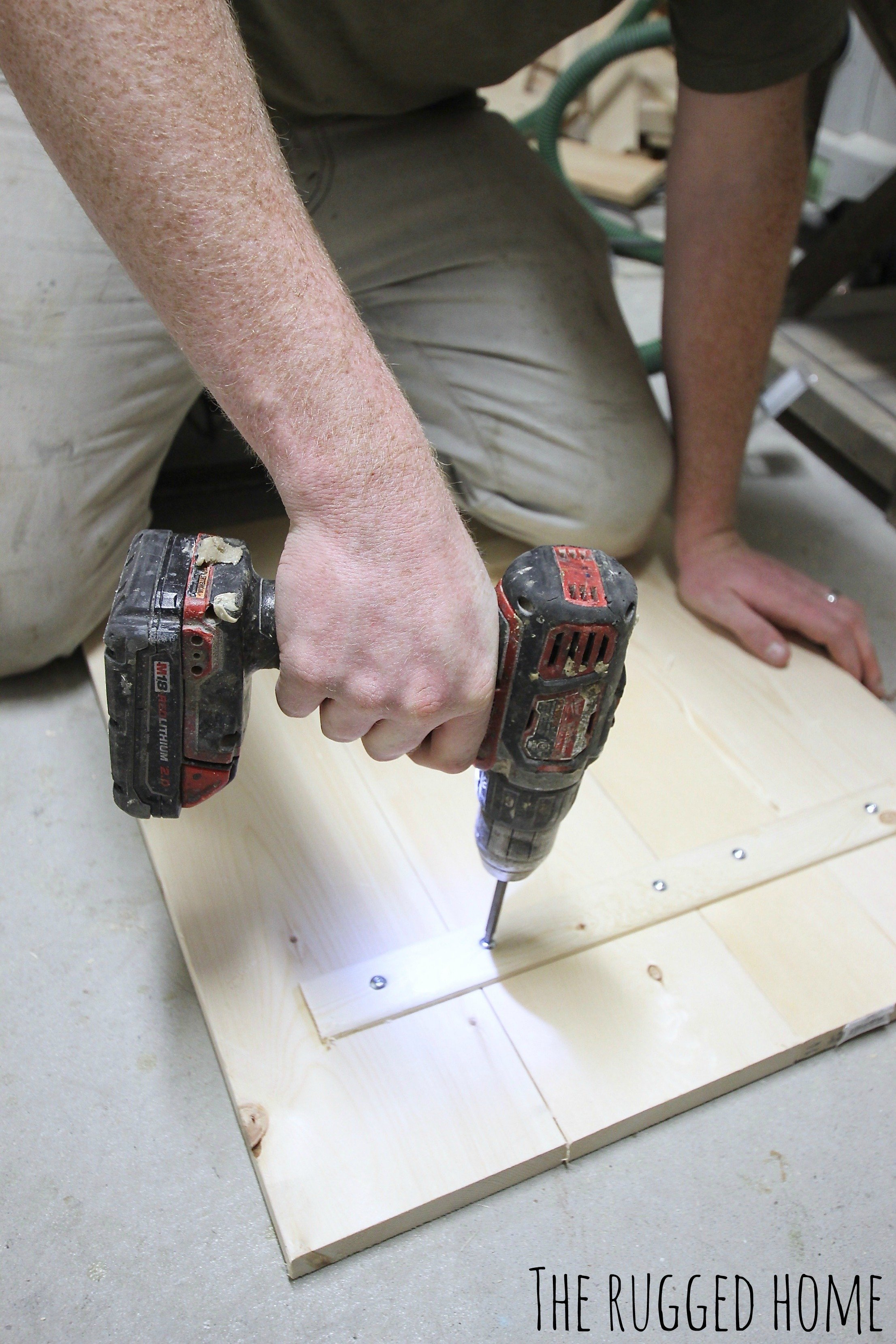 Build A DIY Farmhouse Clock, No Tools Needed and Under 30 Minutes Of Your Time www.whitepicketfarmhouse.com