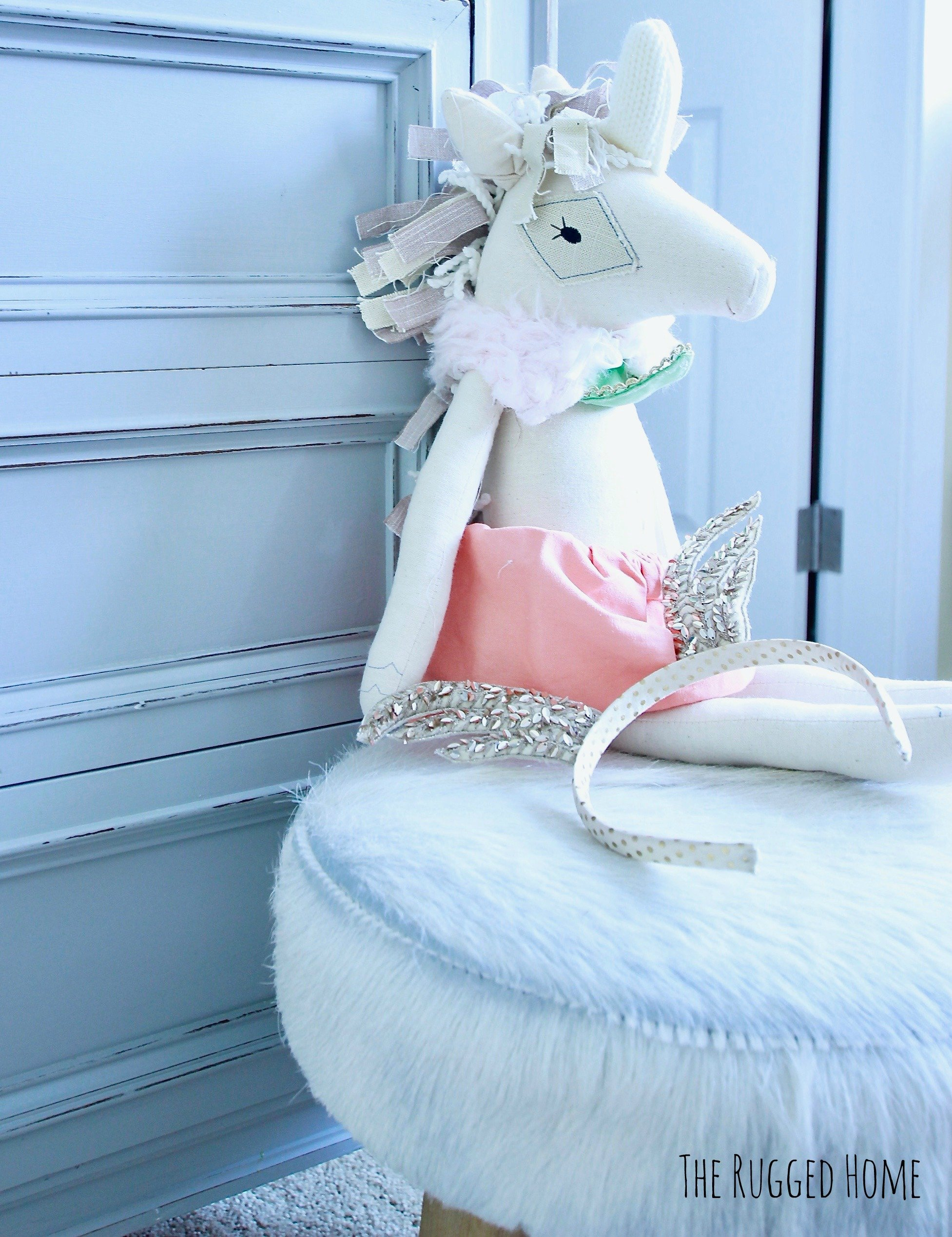 Unique Gifts To Give An Expectant Mama www.whitepicketfarmhouse.com