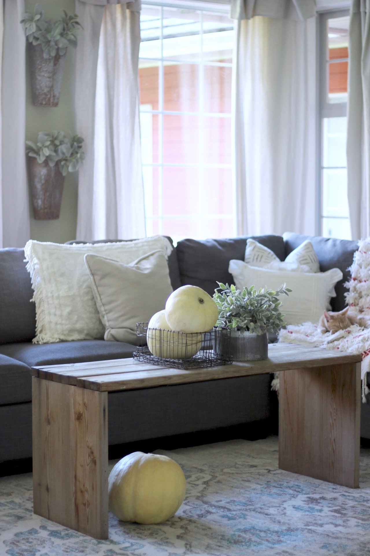 Farmhouse Decorating On A Penny. Easy ways to make your home look cozy and like a fixer upper home on the cheap
