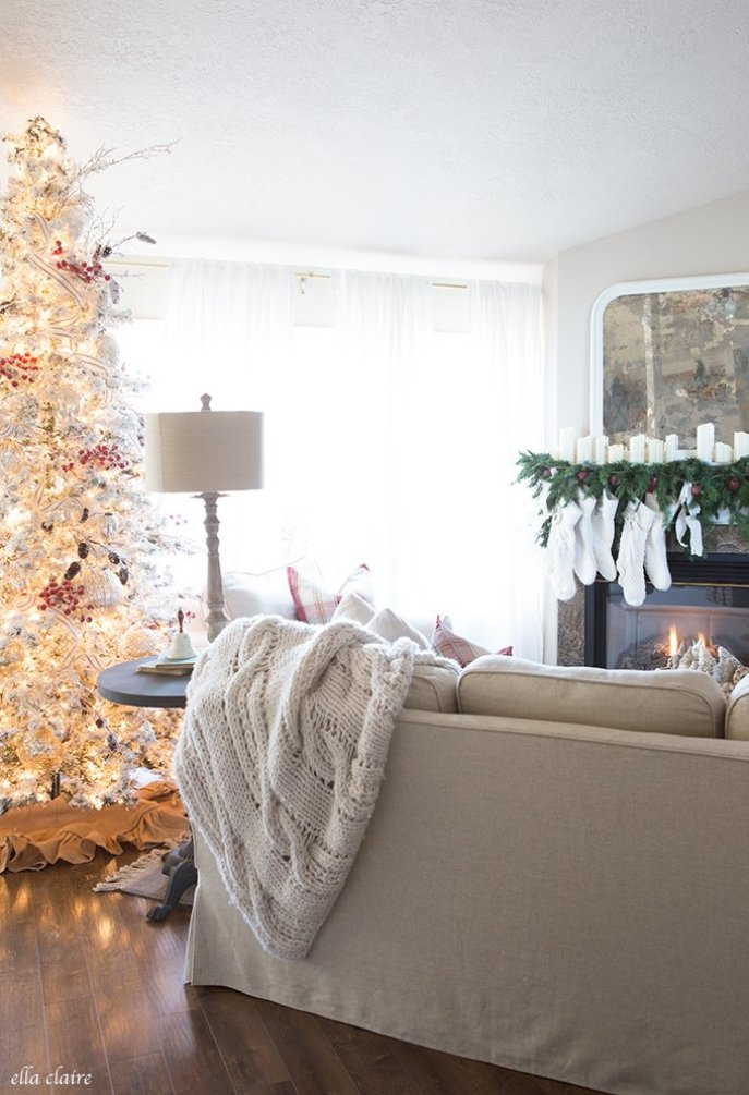 Christmas Inspiration ( Favorite Homes ) Our Simple Christmas Porch from Last Year. A huge roundup of all my favourite Christmas homes from 2017, Christmas Decor, White Decor, Holiday Decorating, Simple Decorating, Easy Decorating