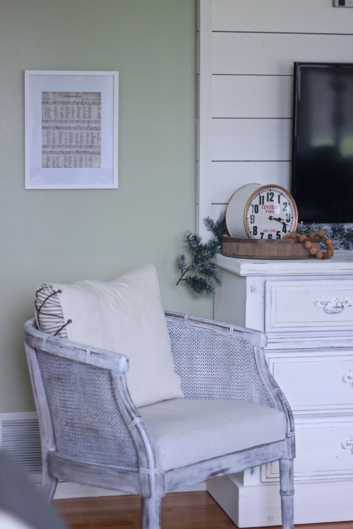 Top Six Ways To Make Your Home Cozy After Christmas. Ways we've made our home Cozy After Christmas and not missed the seasonal decor. | www.whitepicketfarmhouse.com #farmhousedecor #decoratingafterchristmas