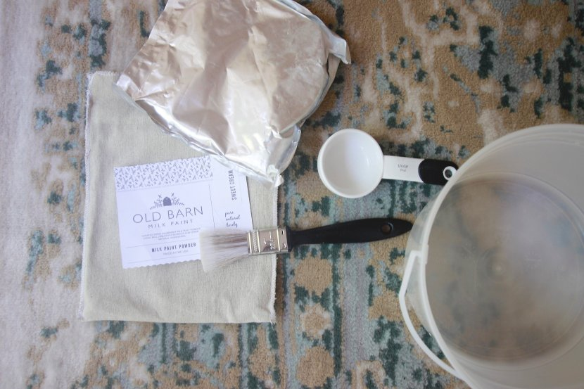 Painting with Old Barn MIlk Paint. How to paint with Milk Paint and get a chippy look. So easy with these few steps www.whitepicketfarmhouse.com #MilkPaint