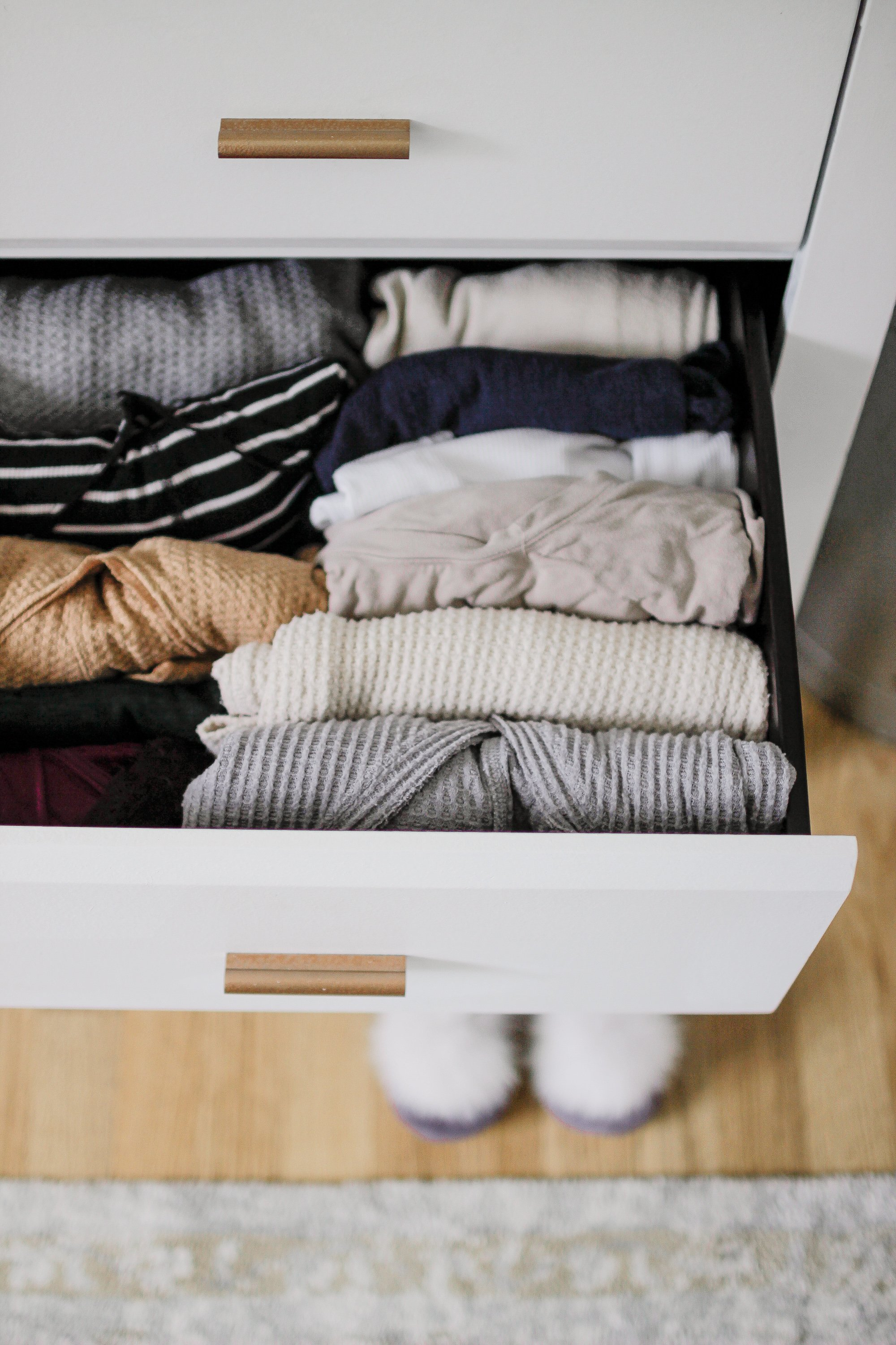 Being A Minimalist - I Marie Kondo'd My House!